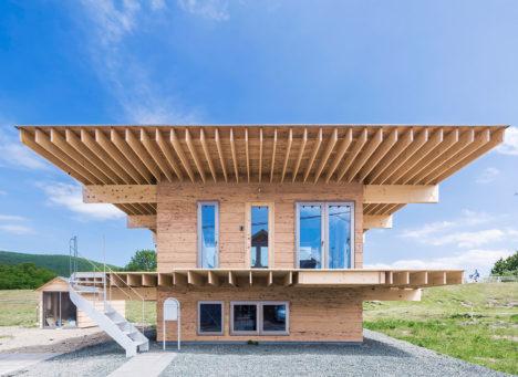 サムネイル:五十嵐淳建築設計事務所による、北海道遠軽町の住宅「hat H」
