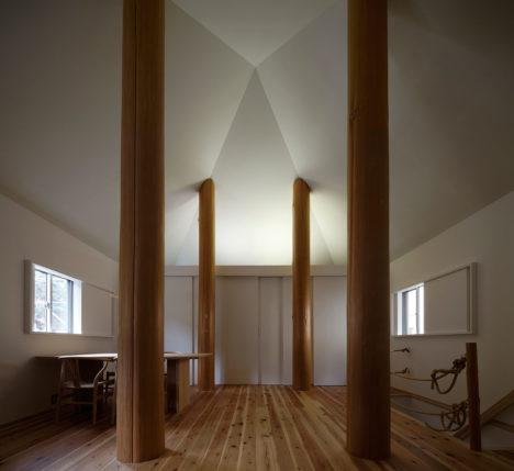 サムネイル:大松俊紀 / 大松俊紀アトリエによる、神奈川県鎌倉市の住宅「四本柱建物」