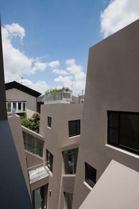 サムネイル:O.D.A+川久保智康建築設計事務所による、東京都渋谷区の集合住宅「にしはらのながや」