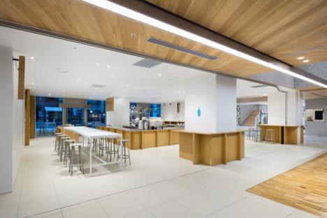 サムネイル:長坂常 / スキーマ建築計画による、「ブルーボトルコーヒー 新宿カフェ」