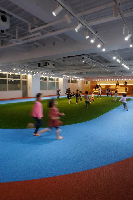 サムネイル:石嶋設計室+のみぞ計画室による、「グローバルキッズ飯田橋こども園」