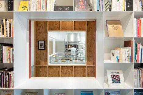 サムネイル:長坂常 / スキーマ建築計画による、東京都港区の、図書室+菓子工房+撮影スタジオ「Hue 5F」