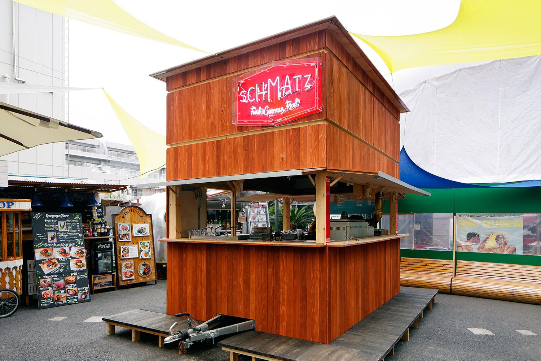 山路哲生建築設計事務所による、東京都港区南青山のcommune246内の屋台「Schmatz food stand at commune 246 ...