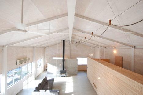 サムネイル:小林和生・小林利佳 / PLUS CASAによる、鳥取県智頭町の既存倉庫をリノベーションした自邸「HOME BASE」