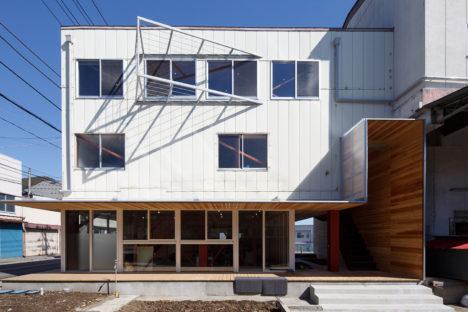 サムネイル:東京理科大学坂牛研究室による、山梨県富士吉田市の、製氷工場を事務所・保育所等にコンヴァージョンした「旧富士製氷工場」