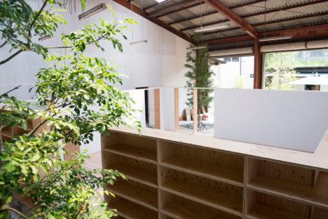 サムネイル:矢橋徹建築設計事務所による、佐賀県の「唐津プロジェクト 倉庫のリノベーション」