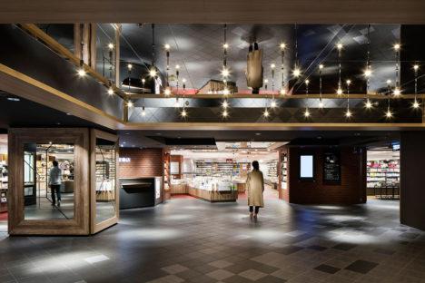 サムネイル:成瀬・猪熊建築設計事務所による「西武池袋本店 別館・書籍館パブリックスペース」
