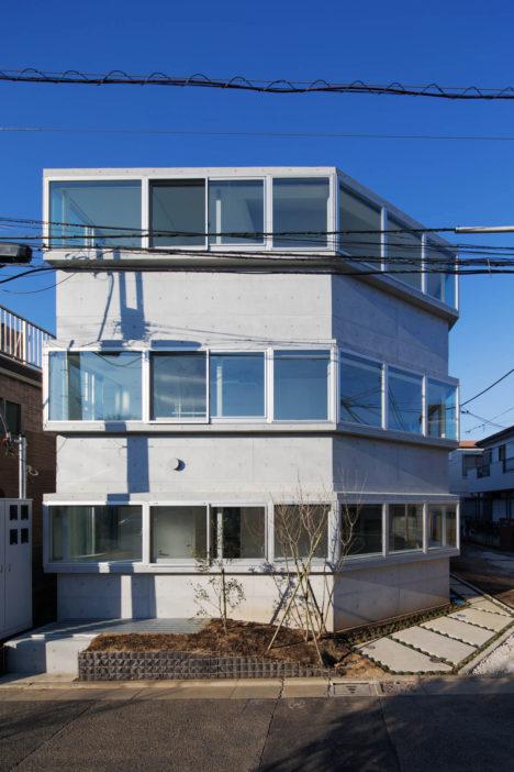サムネイル:若松均建築設計事務所による、東京都世田谷区の「連窓の集合住宅」