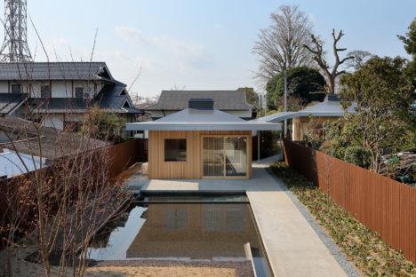 サムネイル:末光弘和+末光陽子 / SUEP.による、福岡県八女市の住宅「傘の家」