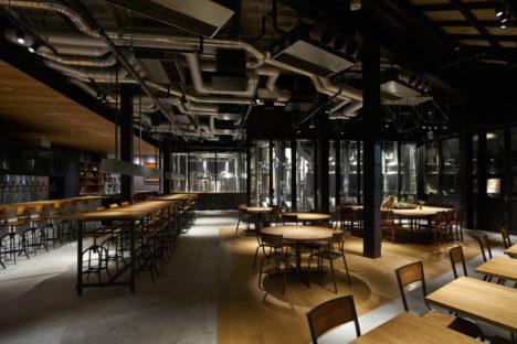サムネイル:大堀伸 / ジェネラルデザインによる、東京のログロード代官山内の、ビール製造工場兼ビアレストラン「スプリングバレーブルワリートーキョー」