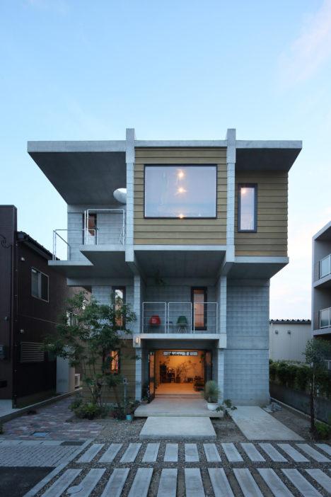 サムネイル:篠崎弘之建築設計事務所による、新潟県新潟市の住宅「House B for a family」
