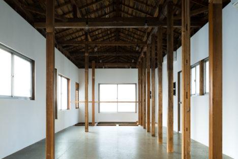 サムネイル:竹田和行建築設計事務所+創楽建築設計事務所による、東京・駒込の、既存空家の寮を、地域の人が集まる居場所に改修した「こまじいのうち」