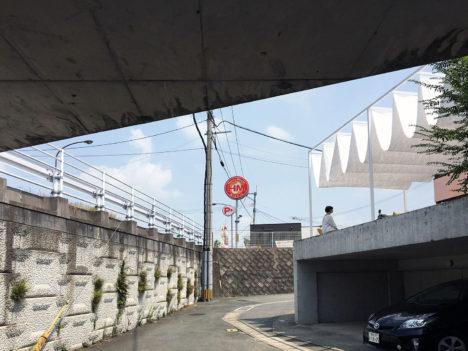 サムネイル:矢橋徹建築設計事務所による、熊本の、既存テラスを開かれた場に改修するプロジェクト「若葉の舞台」