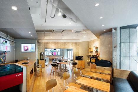 サムネイル:成瀬・猪熊建築設計事務所+古市淑乃建築設計事務所による、東京都渋谷区の店舗「FabCafe Tokyo(リニューアル)」