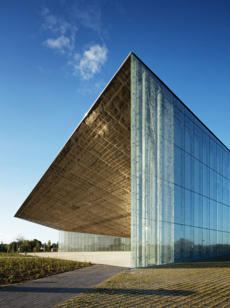 サムネイル:ドレル・ゴットメ・田根 / アーキテクツによる、エストニア・タルトゥ市の「エストニア国立博物館」