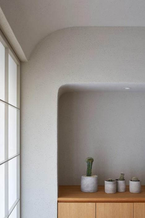 サムネイル:青山茂生+隅谷維子 / アオイデザインによる、東京都新宿区の、マンションの住戸の改修「h20e」