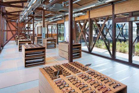サムネイル:長坂常 / スキーマ建築計画が既存店舗を改修した、埼玉県上尾市の、アイウェアブランドJINSの「JINS上尾店」