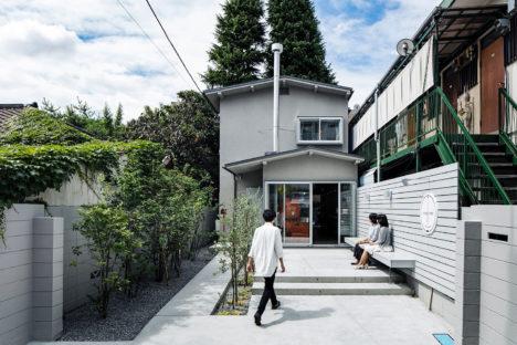サムネイル:成瀬・猪熊建築設計事務所による、東京都世田谷区の「経堂のカフェ併用住宅」