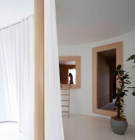 サムネイル:五十嵐淳建築設計事務所と藤森泰司アトリエによる、パヴィリオン「内と外の間/家具と部屋の間」