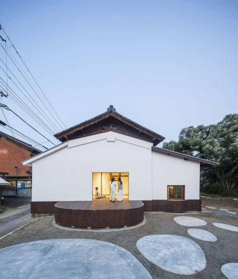 サムネイル:ホルヘ アルマザン+慶応義塾大学アルマザン研究室による、山梨県の酒蔵のコンバージョン「サケウェアハウス」