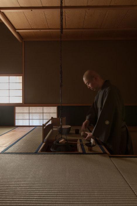 サムネイル:POINTによる、東京・新宿区の小間の立礼茶室「夜咄Sahan」