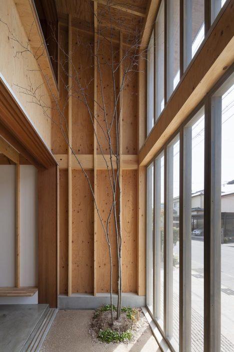 サムネイル:諸江一紀建築設計事務所による、愛知県刈谷市の「一ツ木の住宅」