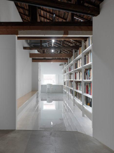 サムネイル:松本光索による、東京都豊島区駒込の、ギャラリー・駒込倉庫のライブラリースペース「駒込のライブラリー」