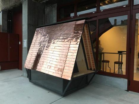 サムネイル:POINTによる、石川県金沢のホテル・HATCHIのためにデザインした屋台「HATCHI 籠屋台」