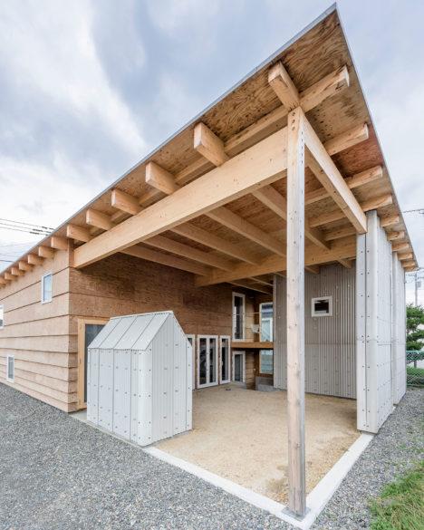 サムネイル:五十嵐淳建築設計事務所による、北海道・苫小牧の住宅「屋根と矩形」