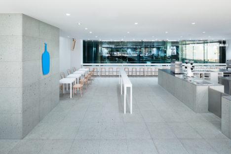 サムネイル:長坂常 / スキーマ建築計画による、東京・品川の「ブルーボトルコーヒー品川カフェ」