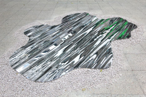 サムネイル:CIRCLEによる、香港のアートエキシビションのためのインスタレーション「PUDDLE(水たまり)」