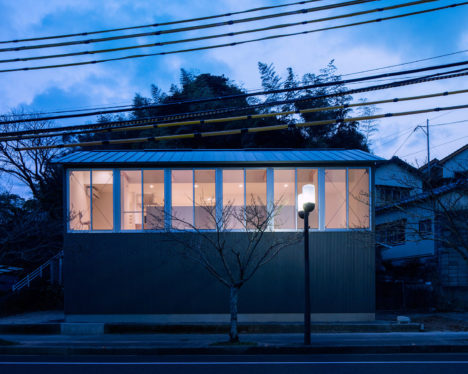 サムネイル:矢橋徹建築設計事務所による、佐賀県唐津市の住宅「二タ子の家」