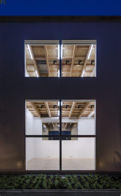 サムネイル:Niji Architects + T/H ARCHITECTURE FACTORYによる、埼玉の「窓のオフィス / オージー技研埼玉支店」