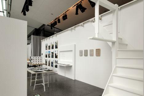 サムネイル:松本光索による、自作「アサクサ」を伝えるための、建築展でのインスタレーション「1:1の思考」