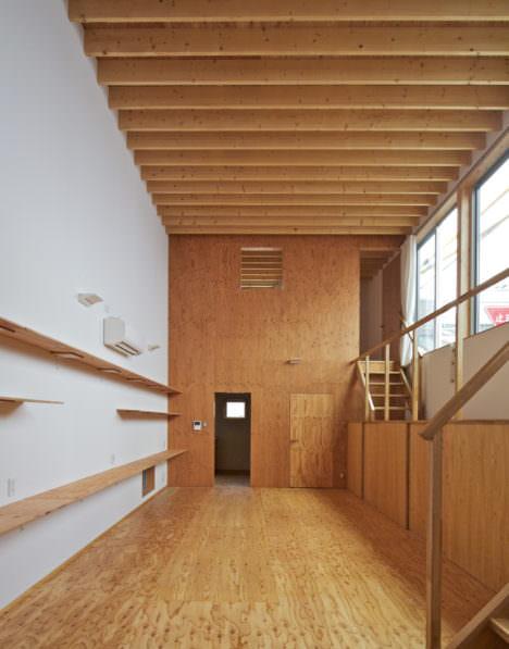 サムネイル:山本真也建築設計事務所+渡邊敏行による、岐阜市の住宅「バルコニーハウス」