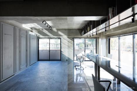サムネイル:松島潤平建築設計事務所による、東京のワンルームSOHOのリノベーション・デザイン「CLASS」