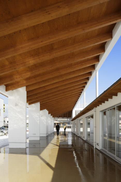 サムネイル:白川在建築設計事務所による、岩手の「東北の集会場施設(屋根の集会場)」