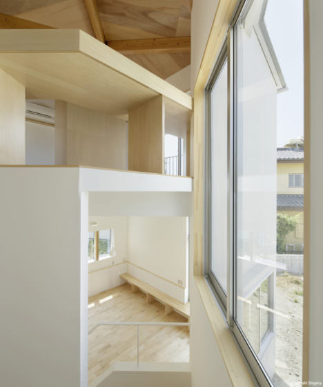 サムネイル:一級建築士事務所 上野アトリエ / UENOAによる、山梨の住宅「正面の家」と、洪旻基(Taaka)による、この住宅についての論考