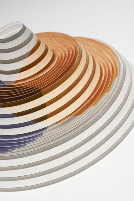 サムネイル:TAKT PROJECTによる、薄い紙に厚盛り印刷をすることで強度を与え、紙が構造体になるプロダクト「pecopaco」