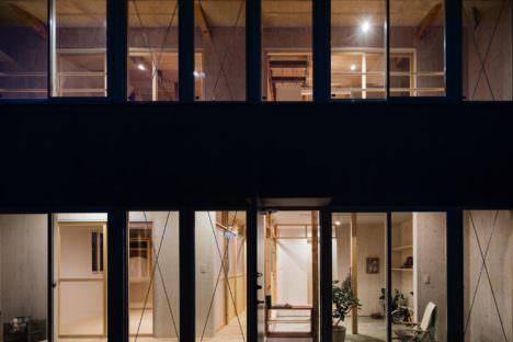 サムネイル:藤田雄介 / Camp Design inc.による、東京・小金井市の、木造戸建て住宅の改修「柱の間の家」