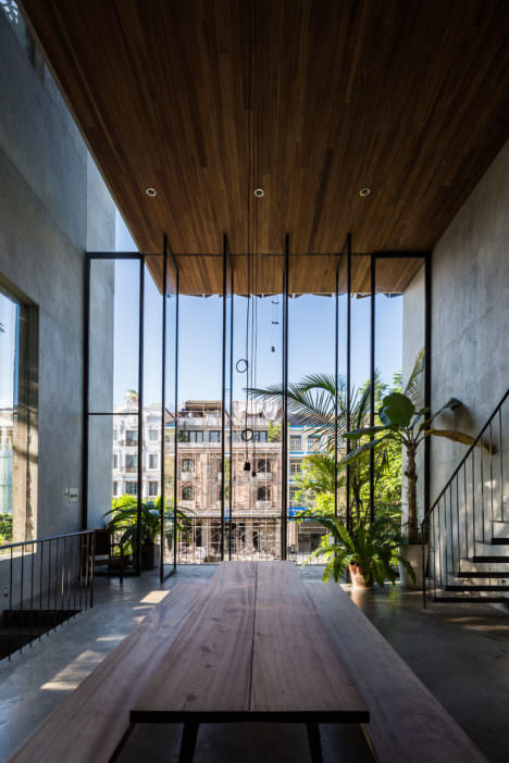 サムネイル:西澤俊理 / NISHIZAWAARCHITECTSによる、ベトナム・ホーチミンシティの「Thong邸」