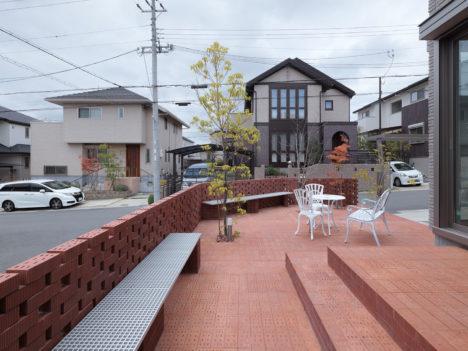 サムネイル:UME architects / 梅原悟による、大阪の、既存住宅のテラスの改修「彩都西のレンガテラス」