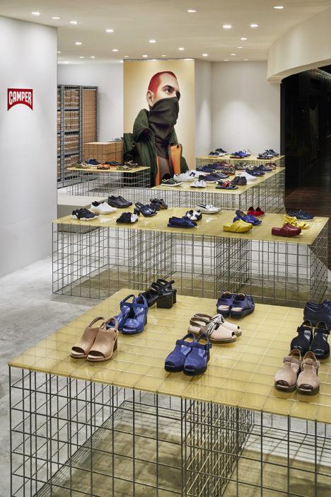サムネイル:長坂常 / スキーマ建築計画による、東京・丸の内の店舗「カンペール新丸の内店」