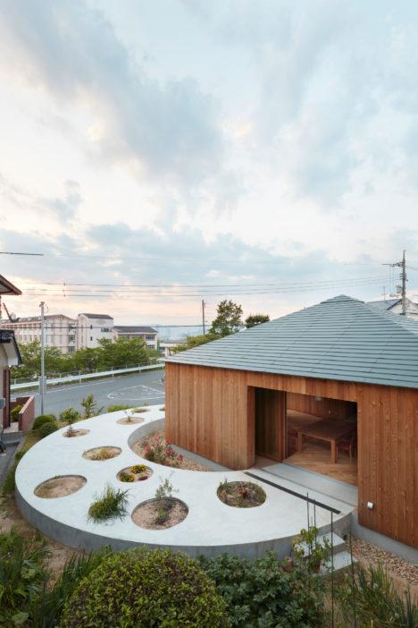 サムネイル:藤原・室建築設計事務所による、広島の住宅「向洋の家」