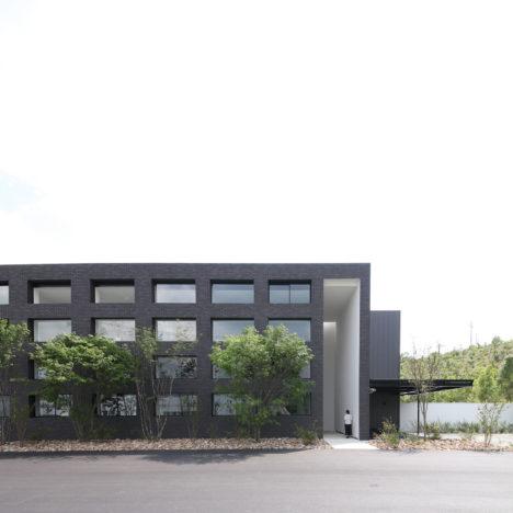 サムネイル:佐々木勝敏建築設計事務所による、愛知・豊田の工場「PHIARO Tokai Creative Center」