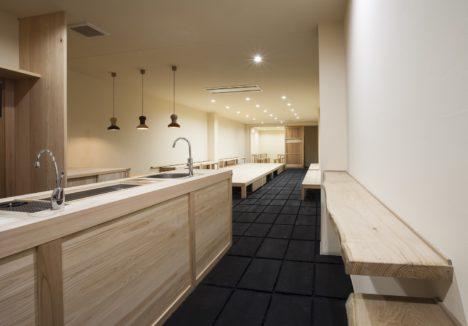 サムネイル:村上建築工舎による、京都市上京区の、カフェと学習塾のシェア空間「出町柳の会所」