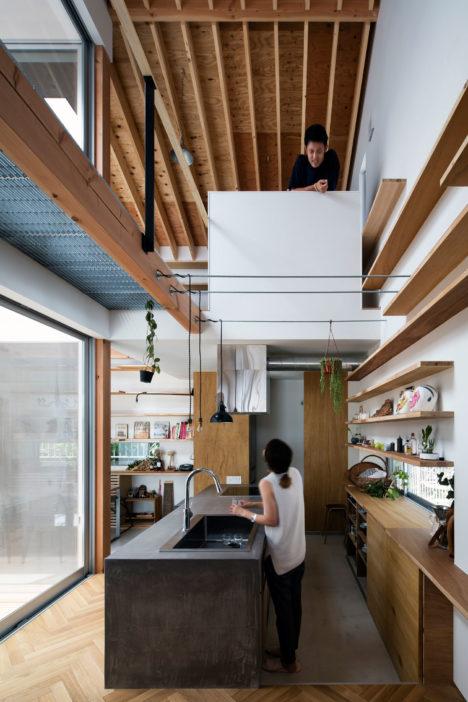サムネイル:岸本貴信 / CONTAINER DESIGNによる、兵庫・神戸の住宅「北山台の家」