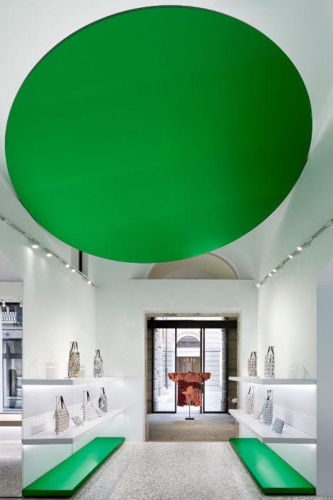 サムネイル:吉岡徳仁による、イタリア・ミラノの、ファッションブランド・イッセイ ミヤケのFlagship Store「ISSEY MIYAKE」