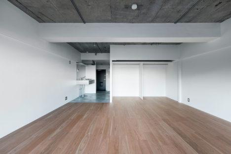 サムネイル:吉田裕一が各住戸の改修設計を、横浜国立大学大学院Y-GSA+針谷將史が、キッチンルームの改修設計を手掛けた、神奈川の集合住宅「ヒルトップマンション」