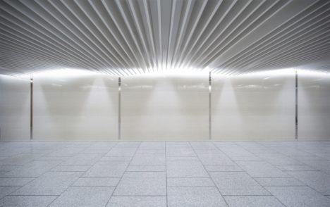 サムネイル:PROCESS5 DESIGNによる、大阪のオフィスビル1階の改修「SHビル」